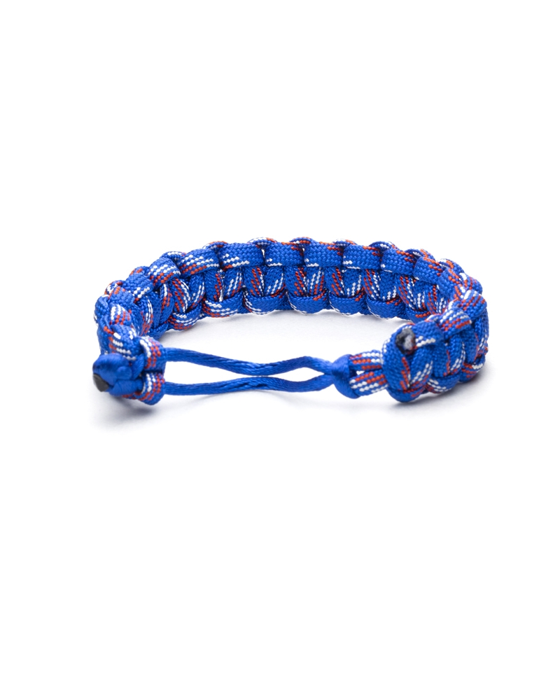 Waves Paracod Bracelet made with knot method with help of a great blue paracod cord